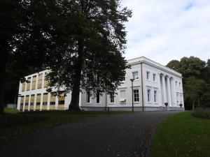Bloemendaal gemeentehuis
